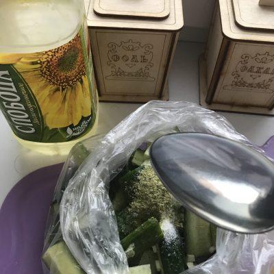 Фото рецепта - Вкусные огурчики - шаг 4