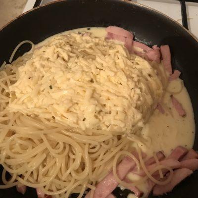 Фото рецепта - Паста Карбонара со сливками - шаг 5