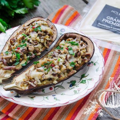 Запеченные фаршированные баклажаны-лодочки - рецепт с фото