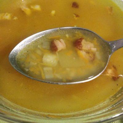 Фото рецепта - Гороховый суп с копчёным мясом - шаг 4