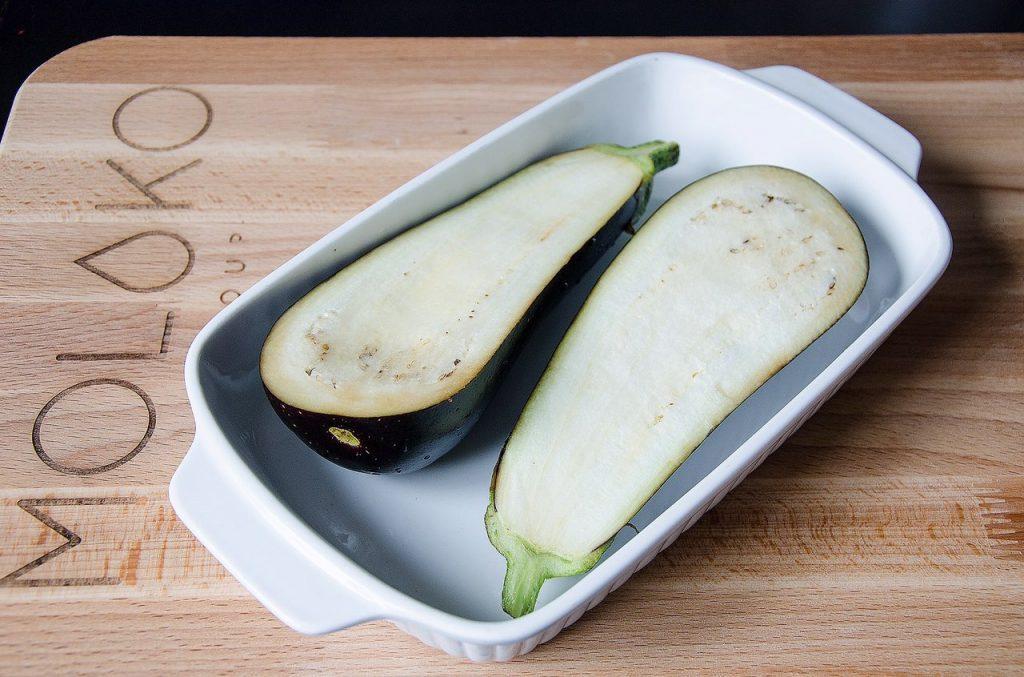 Фото рецепта - Запеченные фаршированные баклажаны-лодочки - шаг 3