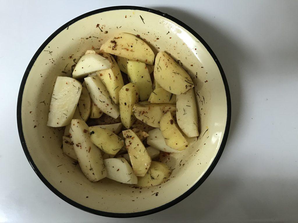 Фото рецепта - Камбала запеченная с картофелем и лимоном - шаг 2