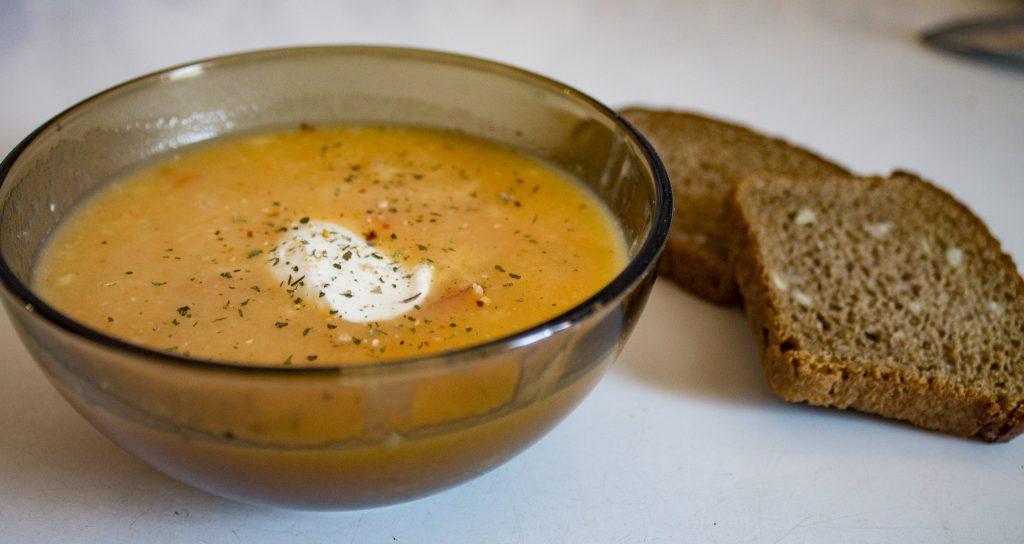 Фото рецепта - Куриный крем-суп с сыром и овощами - шаг 8