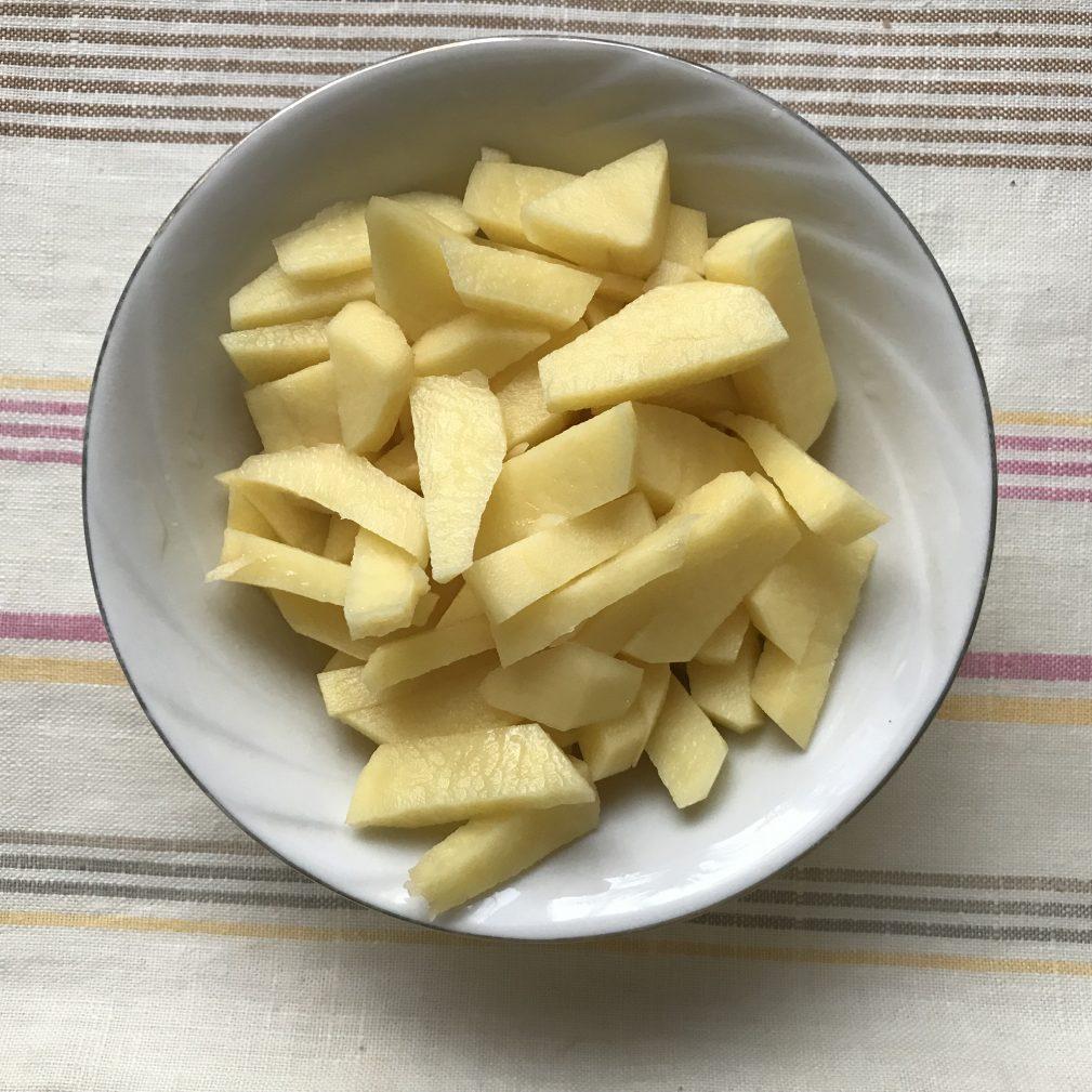 Фото рецепта - Домашняя солянка без оливок - шаг 1