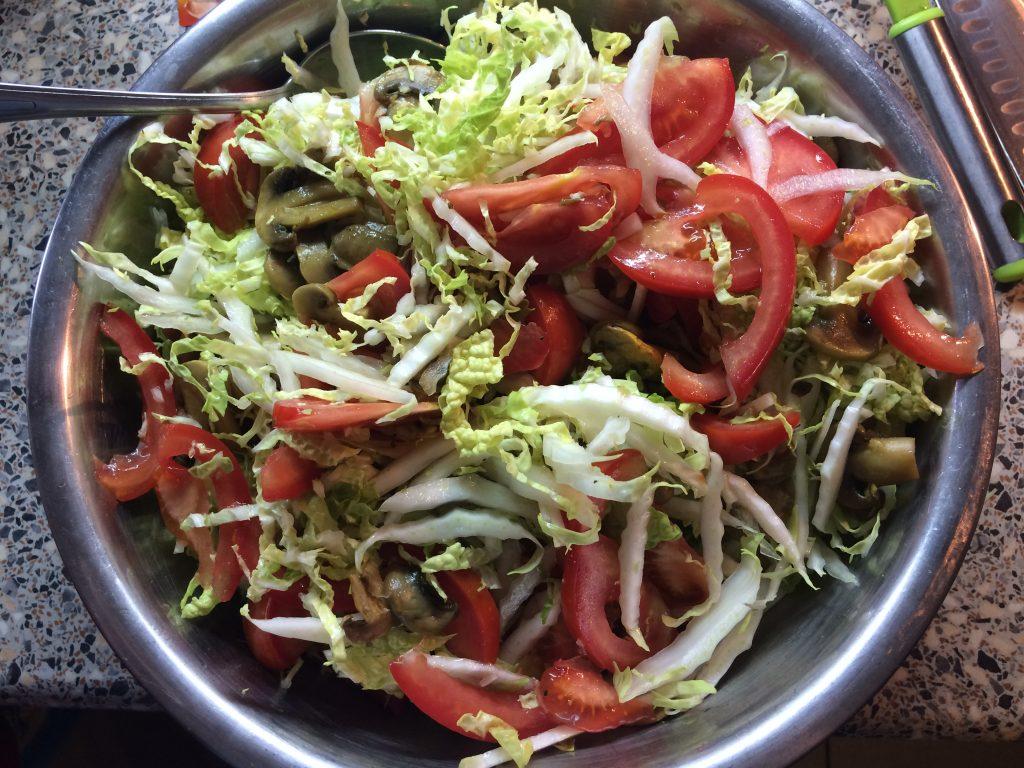 Фото рецепта - Салат с икрой из лосося - шаг 6