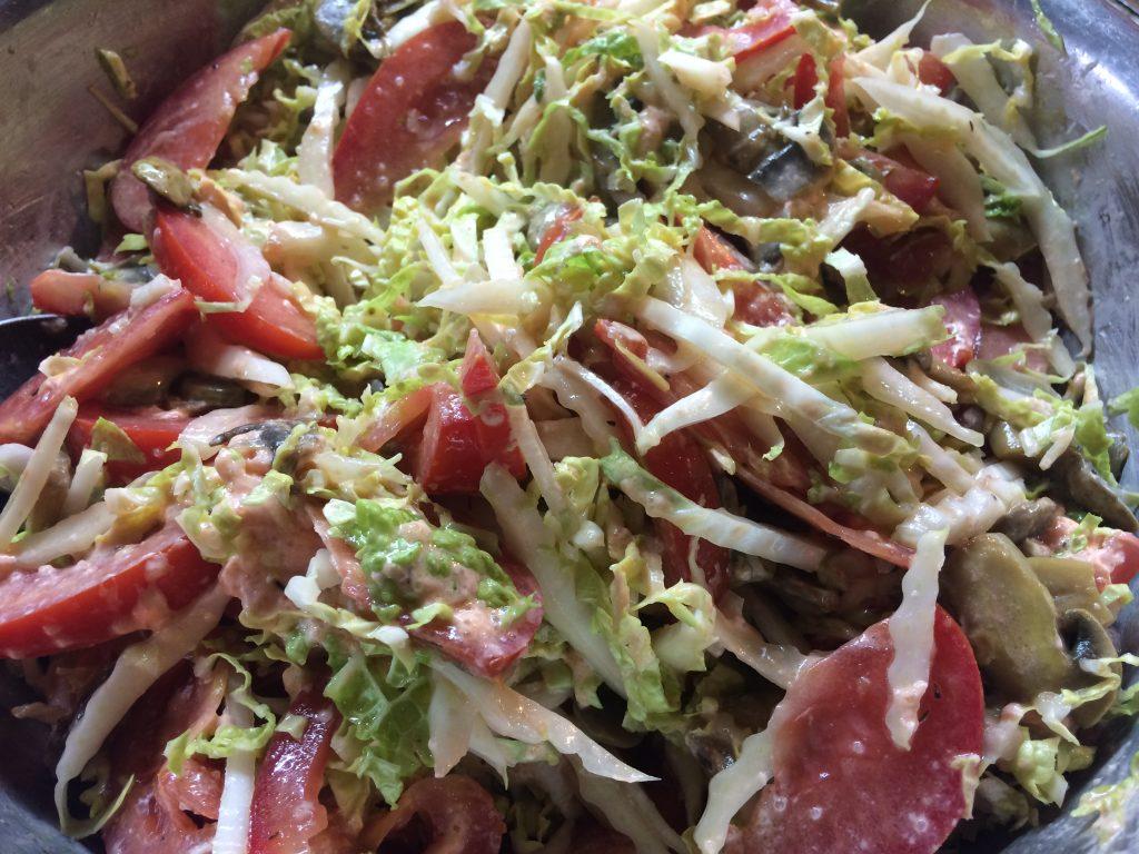 Фото рецепта - Салат с икрой из лосося - шаг 8