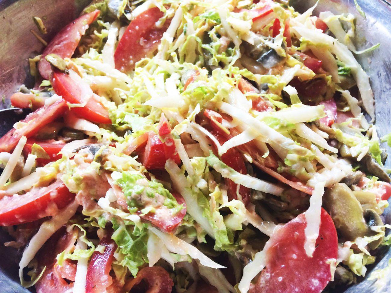Салат с икрой из лосося