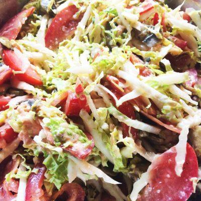 Салат с икрой из лосося - рецепт с фото
