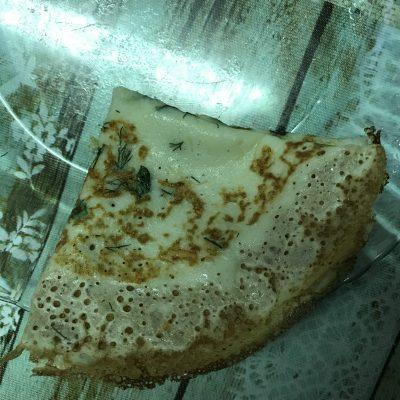 Фото рецепта - Нежные блинчики с сыром и зеленью - шаг 6