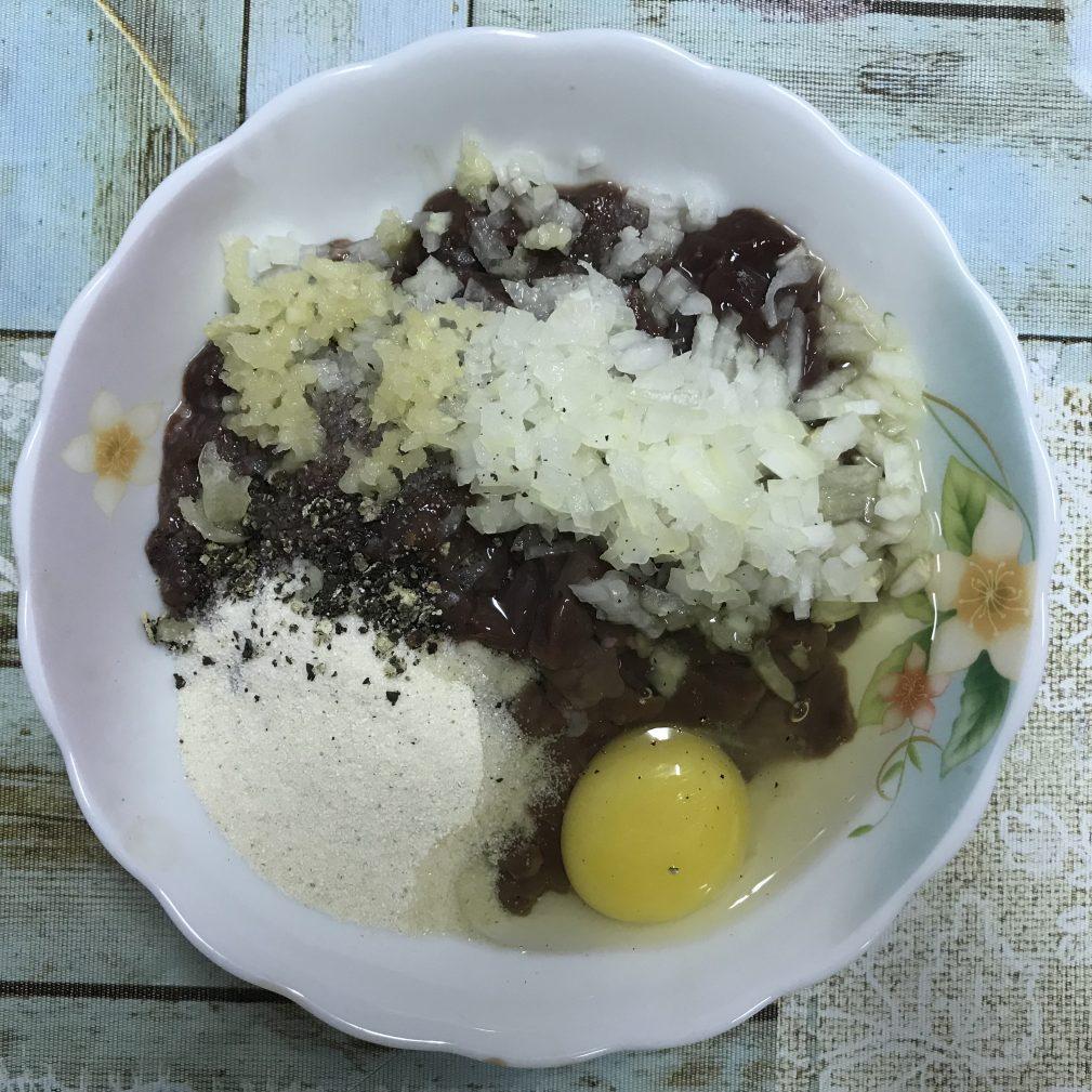 Фото рецепта - Оладьи из рубленой печени - шаг 4
