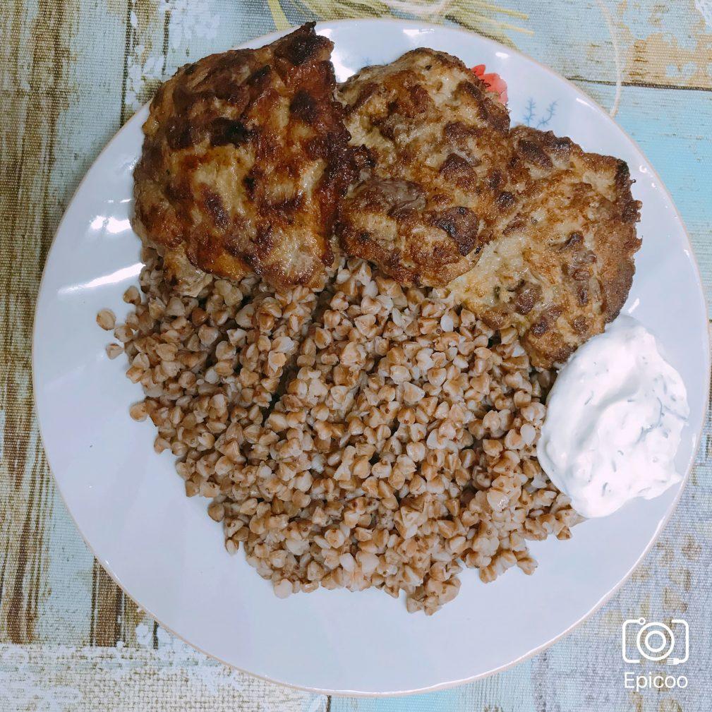 Фото рецепта - Оладьи из рубленой печени - шаг 6