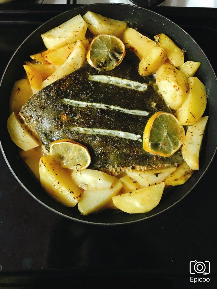 Фото рецепта - Камбала запеченная с картофелем и лимоном - шаг 5