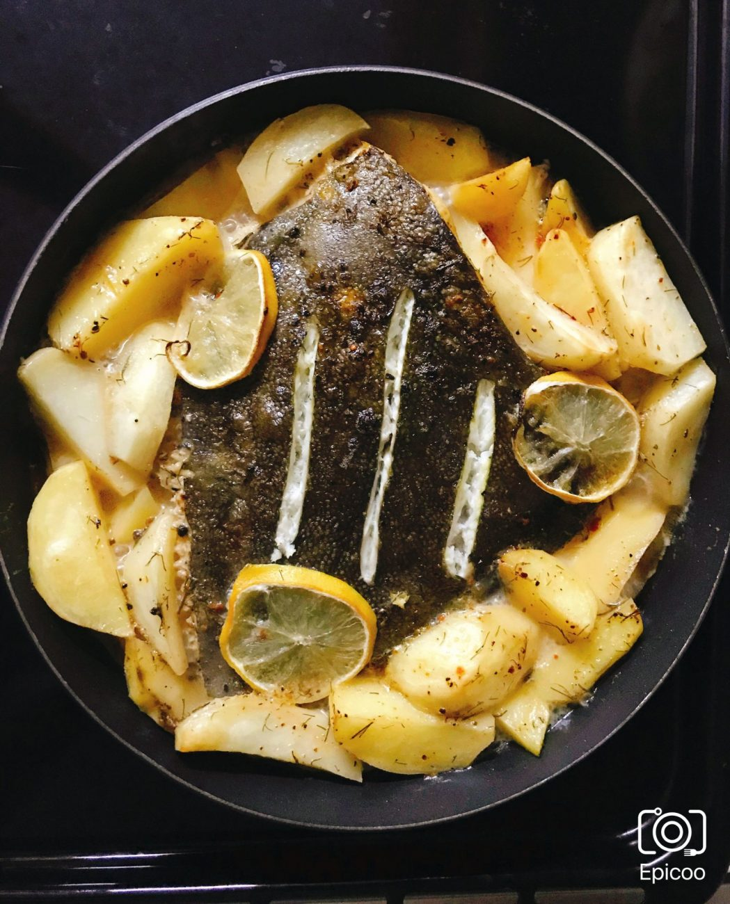Камбала запеченная с картофелем и лимоном