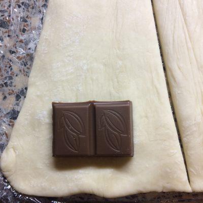 Фото рецепта - Круассаны с шоколадом - шаг 3