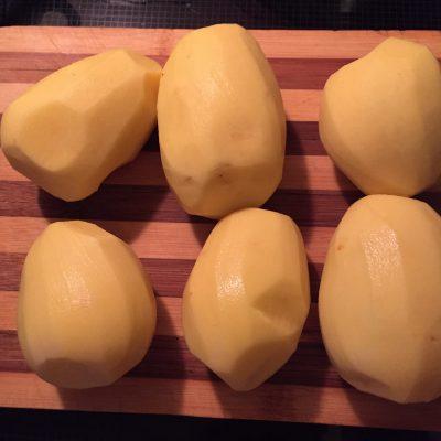 Фото рецепта - Картофель по-домашнему с соусом - шаг 1
