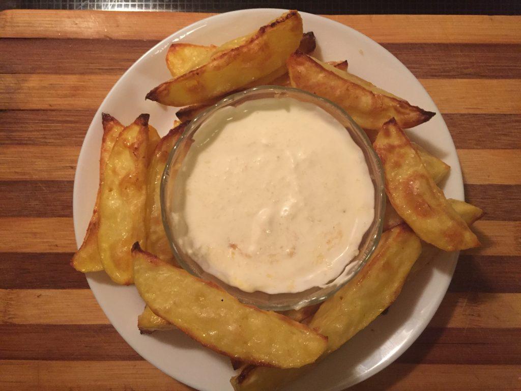 Фото рецепта - Картофель по-домашнему с соусом - шаг 6