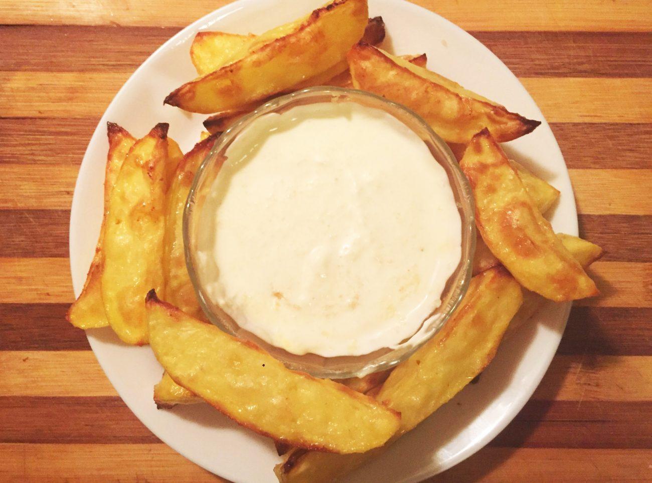 Картофель по-домашнему с соусом