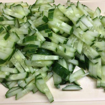 Фото рецепта - Салат из курицы и стручковой фасоли с заправкой из соевого соуса - шаг 3