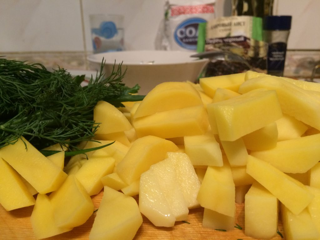 Фото рецепта - Овощной рисовый суп с рыбными консервами - шаг 3
