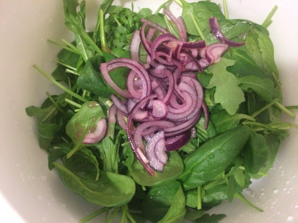 Фото рецепта - Салат из рукколы с запеченными томатами и моцареллой - шаг 4