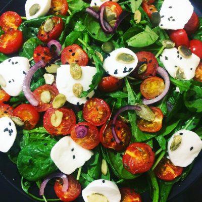 Салат из рукколы с запеченными томатами и моцареллой - рецепт с фото