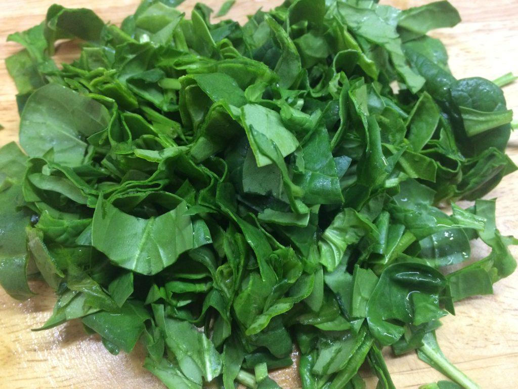 Фото рецепта - Лапша в сливочном соусе со шпинатом и курицей - шаг 2