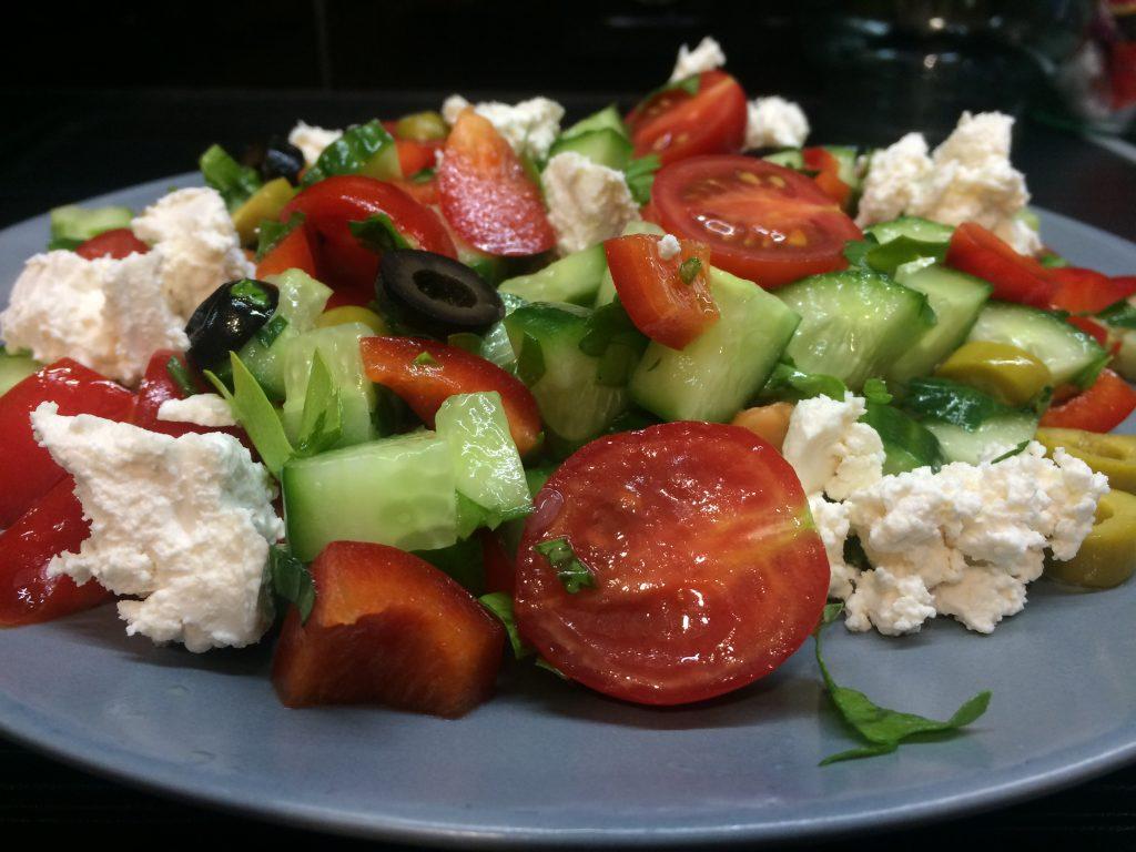 Фото рецепта - Салат «Греческий» – пошаговый рецепт - шаг 5