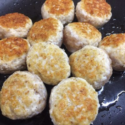 Фото рецепта - Куриные фрикадельки в овощном соусе - шаг 2