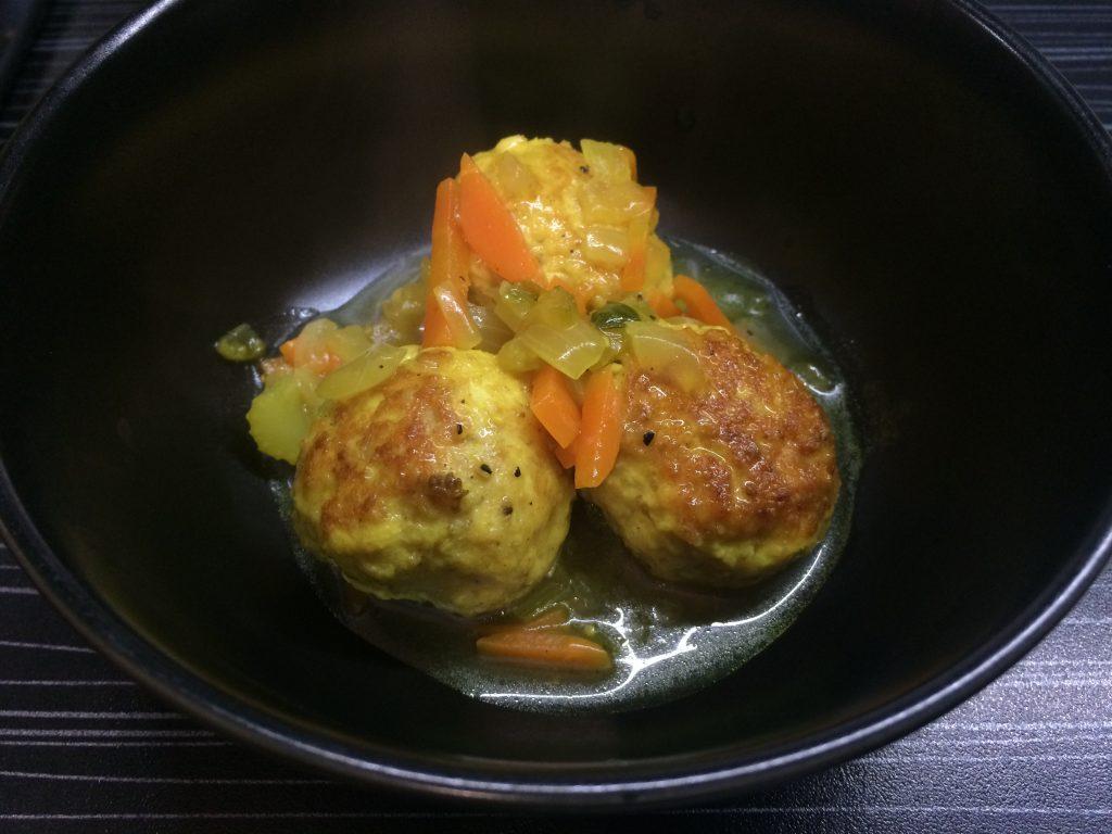 Фото рецепта - Куриные фрикадельки в овощном соусе - шаг 4