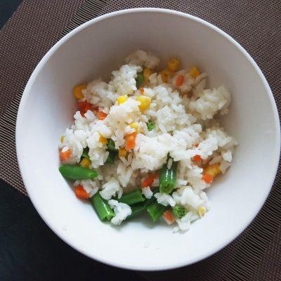 Рис с овощами на сковороде - рецепт с фото