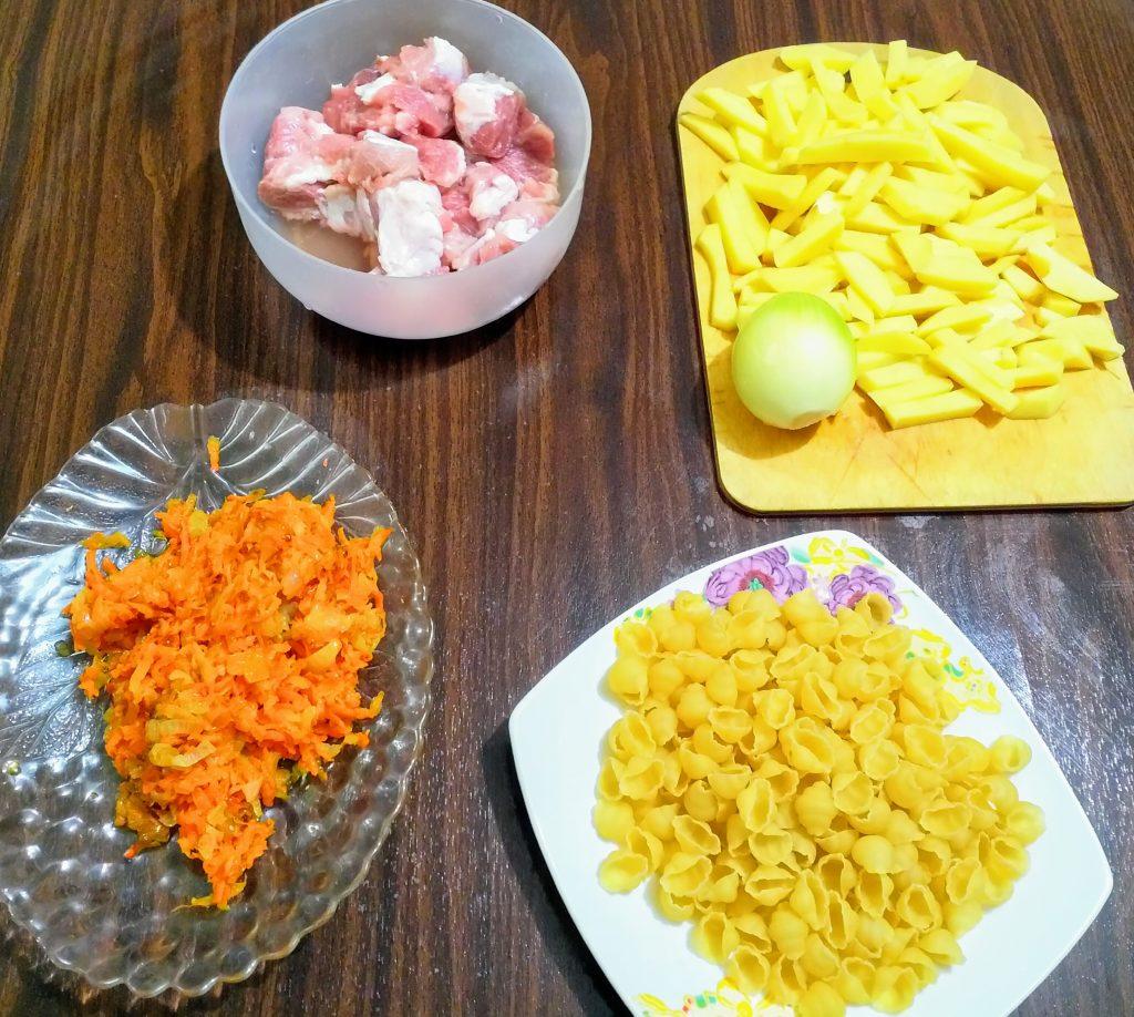 Фото рецепта - Суп на свинине с макаронами - шаг 1