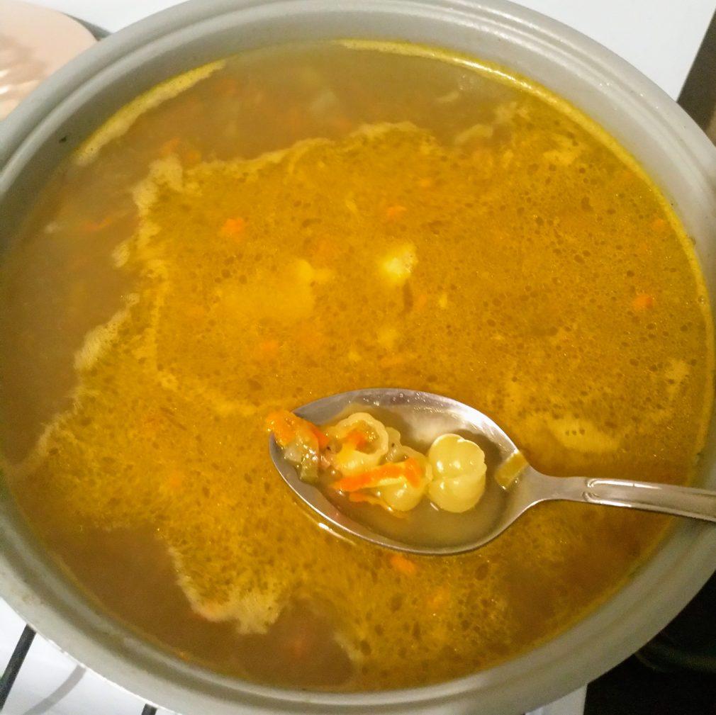 Фото рецепта - Суп на свинине с макаронами - шаг 4