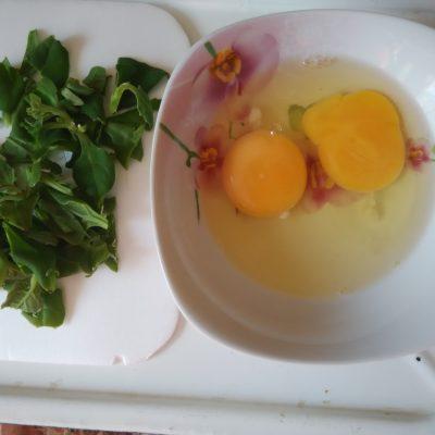 Фото рецепта - Омлет со шпинатом и сыром - шаг 1