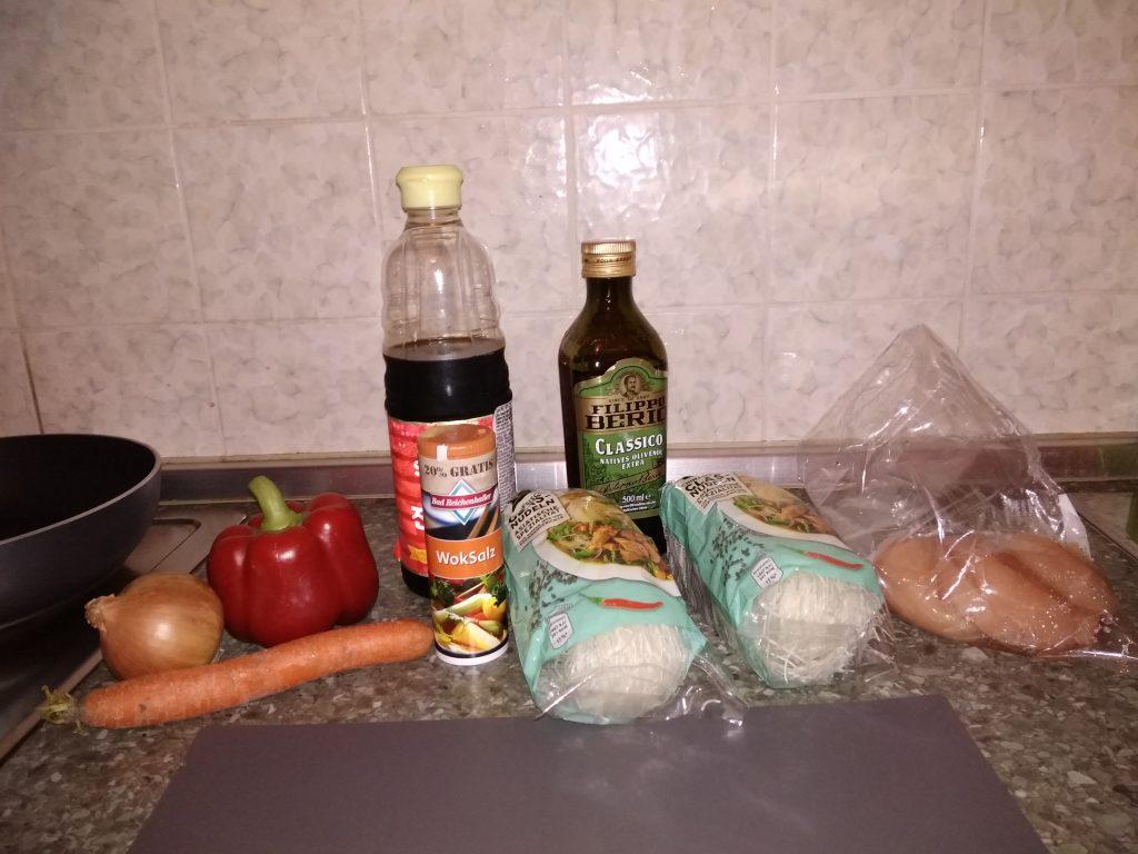 Фото рецепта - Фунчоза с курицей - шаг 1