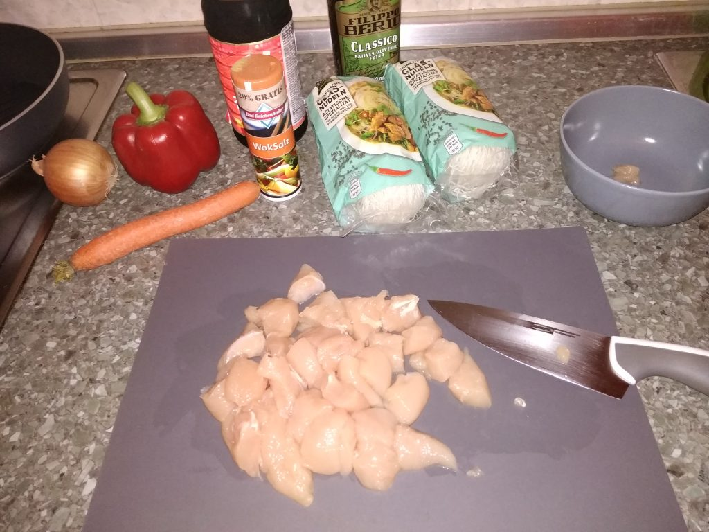 Фото рецепта - Фунчоза с курицей - шаг 2