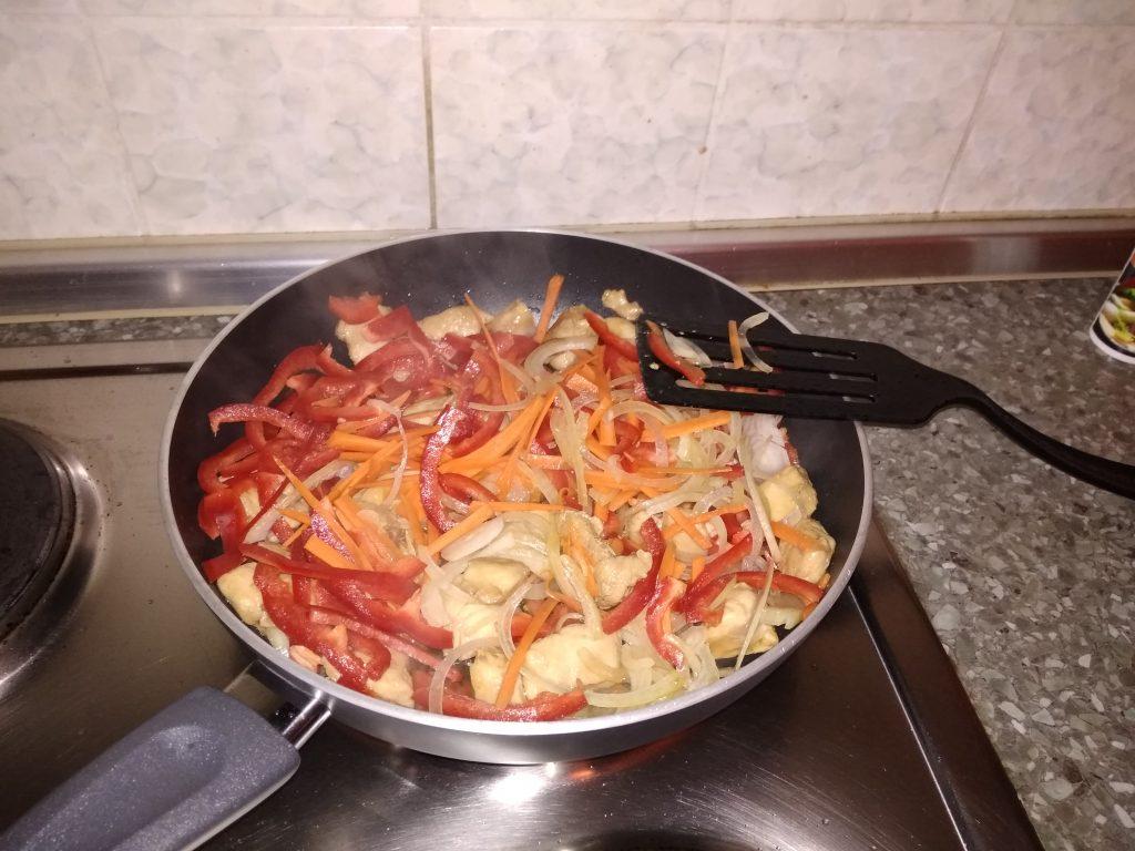 Фото рецепта - Фунчоза с курицей - шаг 8