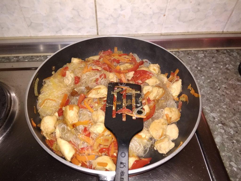 Фото рецепта - Фунчоза с курицей - шаг 10