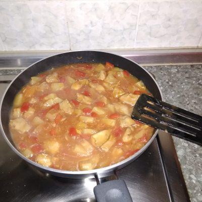 Фото рецепта - Курица в пряном кисло-сладком соусе - шаг 12
