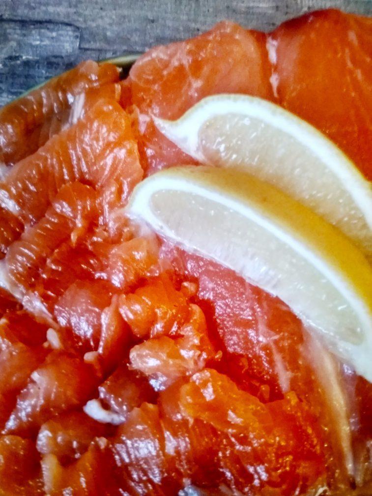Фото рецепта - Соленая семга в меду - шаг 6