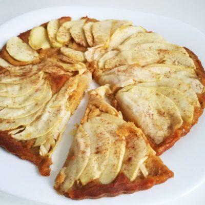 Яблочный тарт с корицей - рецепт с фото
