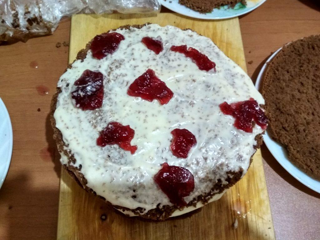 """Фото рецепта - Шоколадный торт """"Малиновое настроение"""" - шаг 20"""