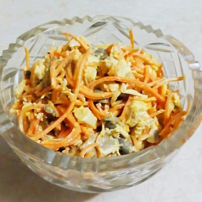 Салат из моркови по-корейски с шампиньонами и куриной грудкой - рецепт с фото