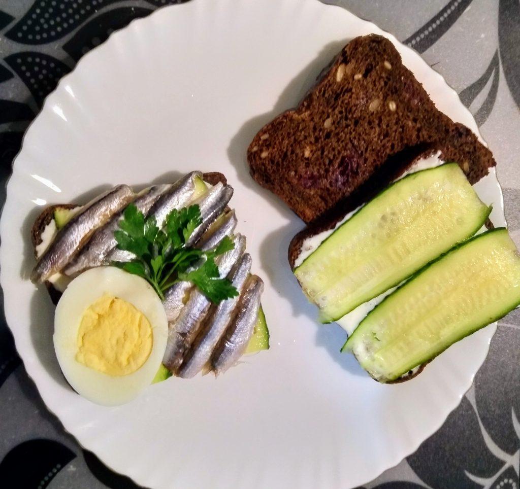 Быстрые бутерброды из черного хлеба - рецепт пошаговый с фото