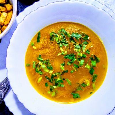 """Фото рецепта - Гороховый суп с колбасой """"Просто и вкусно"""" - шаг 5"""