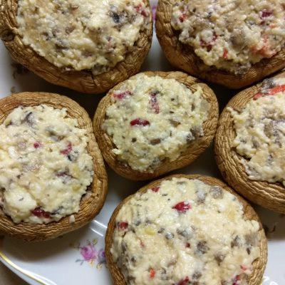 Фото рецепта - Шампиньоны, фаршированные плавленым сыром с острым перцем - шаг 6