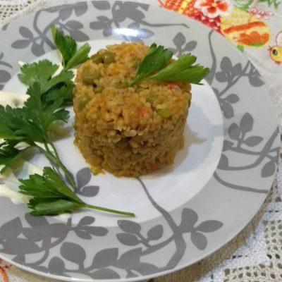 Булгур с зеленым горошком и овощами - рецепт с фото