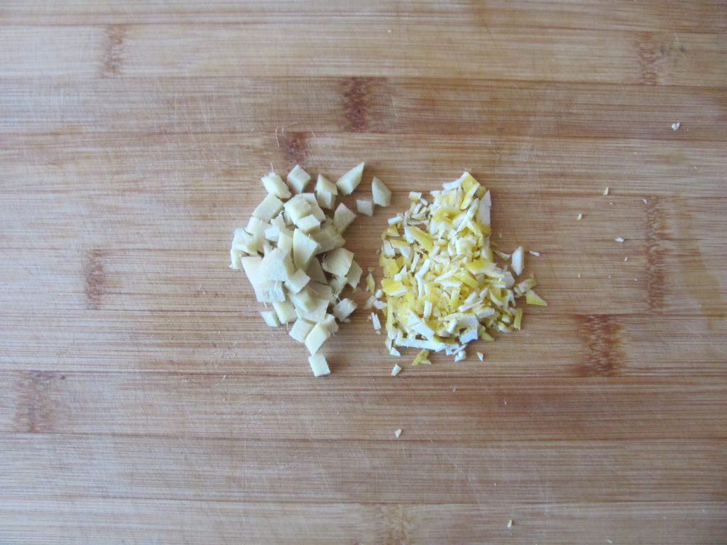 Фото рецепта - Сладкие кабачковые оладьи с яблочным соусом - шаг 2