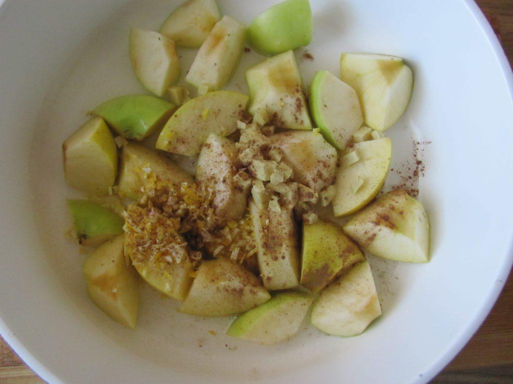 Фото рецепта - Сладкие кабачковые оладьи с яблочным соусом - шаг 3