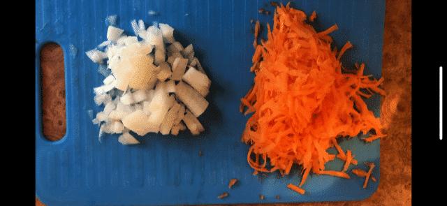 Фото рецепта - Куриные потроха в сливках с консервированной кукурузой - шаг 3
