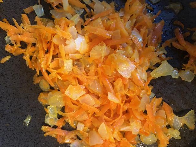 Фото рецепта - Куриные потроха в сливках с консервированной кукурузой - шаг 4